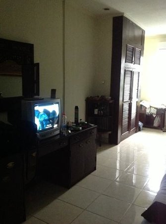 Champlung Mas Hotel : bedroom
