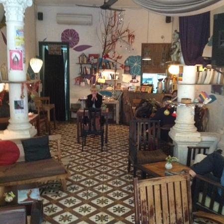 The Hanoi Social Club : inside, warm and comfortable
