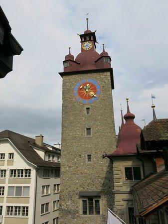 Altstadt Hotel Magic Luzern : Clock tower just outside window!