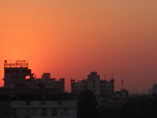 Jaipur Inn: Sunset on the rooftop