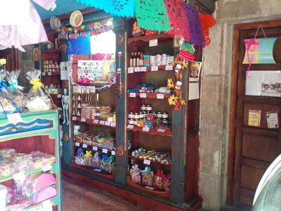 Las Monjas Clarisas: El restaurant también cuenta con una tienda de dulces y productos artesanales regionales