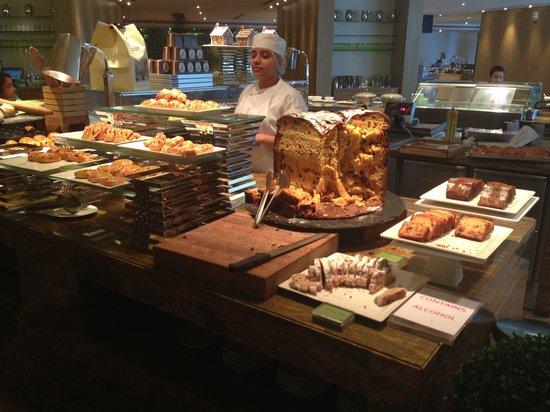 JW Marriott Marquis Hotel Dubai: Мега кекс