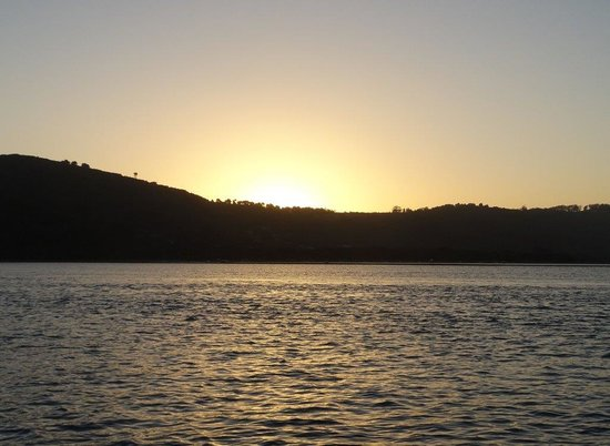 Discover Knysna : Sunset over the lagoon