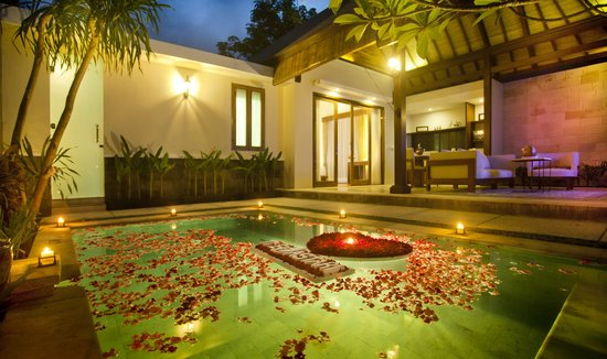 Bedroom Private Pool VillasCandle Light Dinner Set Up Picture - Light the bedroom candles