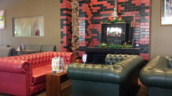 Pioneer Tavern: Fire Place