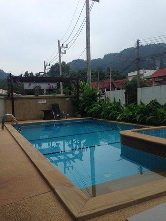 Krabi Apartment Hotel: Small pool