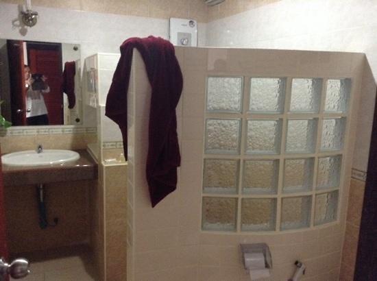 Aumpai Luxury: salle de bain