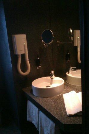Airotel Patras Smart Hotel: bathroom