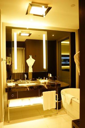 Le Méridien Istanbul Etiler: Restroom