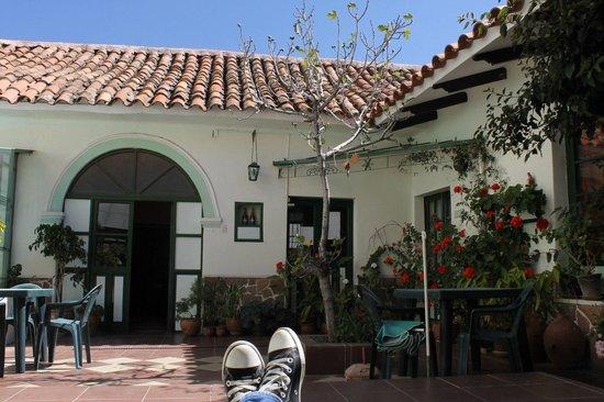 Casa Verde B&B: внутренний дворик с шезлонгами