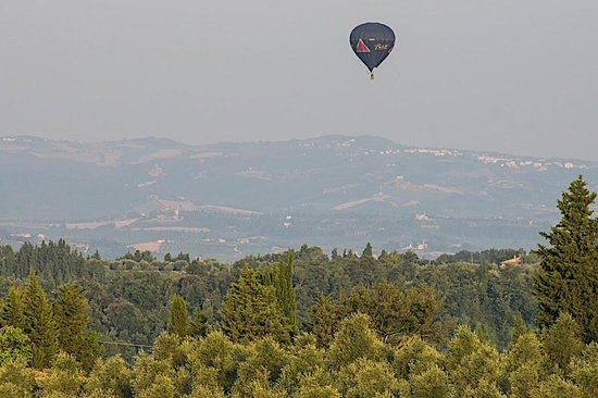 Torre di Ponzano - Chianti area - Tuscany -: Early morning flying balloon