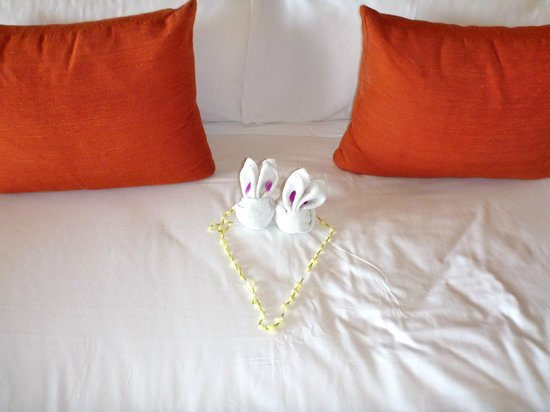 Anantara Chiang Mai Resort: Warm greeting from our bunny towel