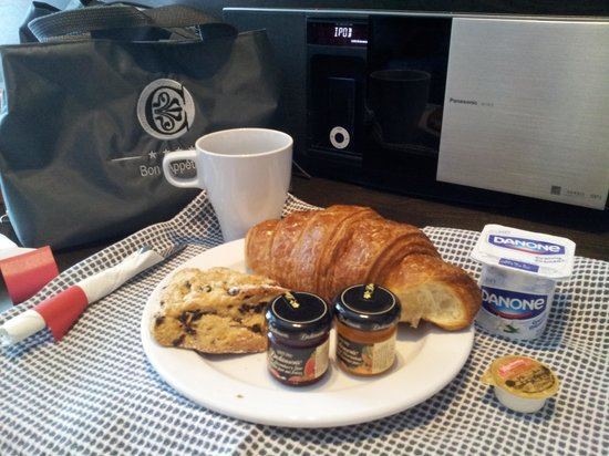 Hotel des Coutellier: daily breakfast