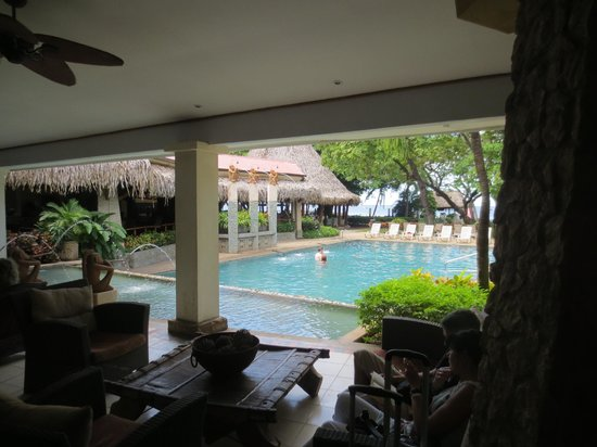 Hotel Tamarindo Diria Beach Resort: Pool view from reception