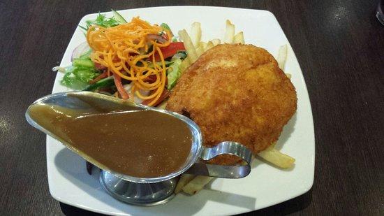 Pioneer Tavern: Chicken Schnitzel