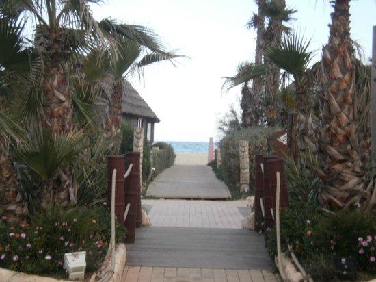 Kon Tiki Riviera Villages : vers la plage