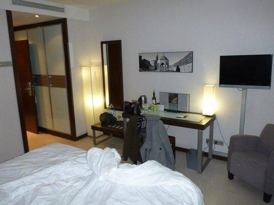 Hotel Ciutat de Girona : Our cosy room