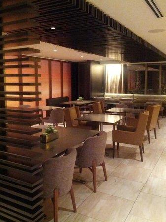 Hyatt Centric Chicago Magnificent Mile: Level Two restaurant on 2nd floor