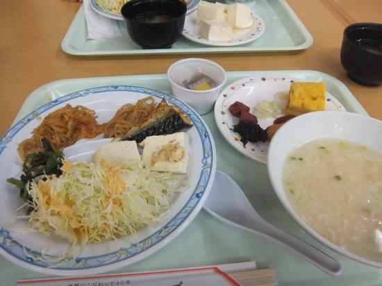 Hotel Sawakaze: 朝食(右手前が中華粥)
