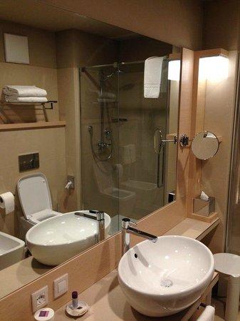 Aqualux Hotel Spa & Suite Bardolino: Badezimmer im Aqua-Room