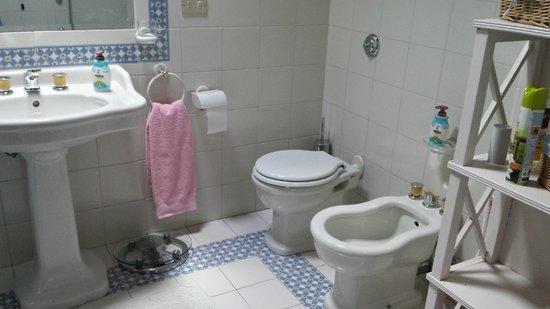 B&B La Maison Boutique: il bagno della nostra camera