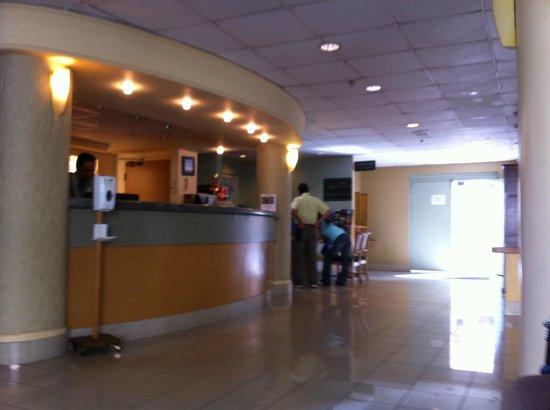 Waikiki Sand Villa Hotel : Check-in