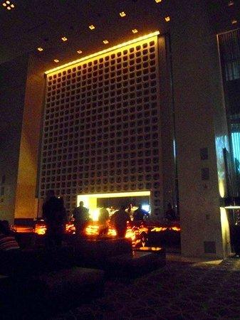 W Hollywood: Lobby bar by night