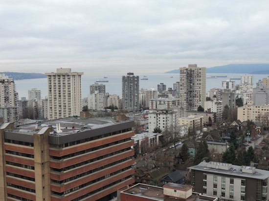 Century Plaza Hotel & Spa: Looking West towards the English Bay.