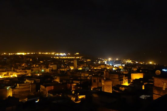 Riad Le Calife: View from the roof terrace at night