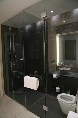 andel's by Vienna House Berlin: Il bagno della mia stanza al Andel's Hotel Berlin