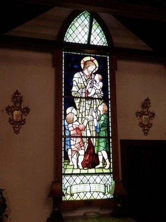 Musée du Verre et Cristal : William Morris window