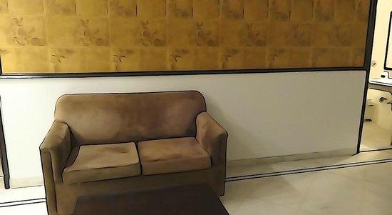 OYO 503 Hotel Comfort Zone: Super Deluxe Room