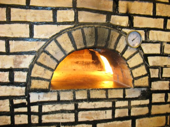 Evershine Keys Prima Resort: Traditional wood fired oven