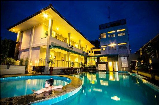 Joglo Resto Picture Of Cakra Kusuma Hotel Yogyakarta Tripadvisor