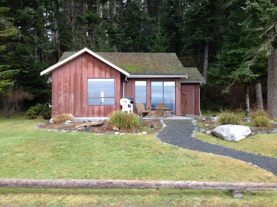 Tsa-Kwa-Luten Lodge: Cabin 403 on the beach