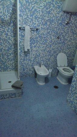 Lucky House: Camera con bagno