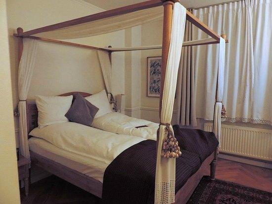 Bertrams Guldsmeden - Copenhagen: nice four-poster bed