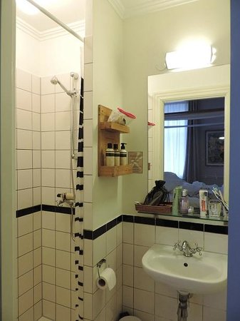 Bertrams Guldsmeden - Copenhagen: tiny bathroom