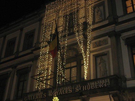 Astrid Centre Hotel Brussels : façade illuminée de l'hôtel de ville de Bruxelles