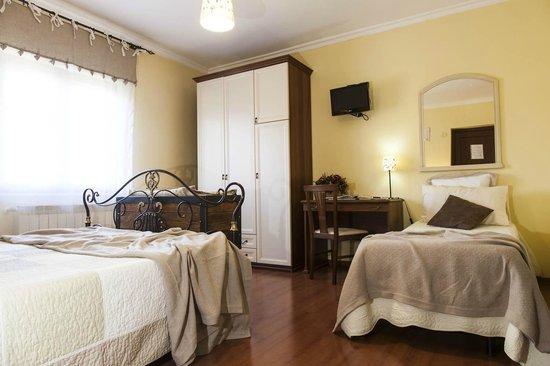 Camera matrimoniale - Picture of Country House Ponte Ufita, Frigento ...