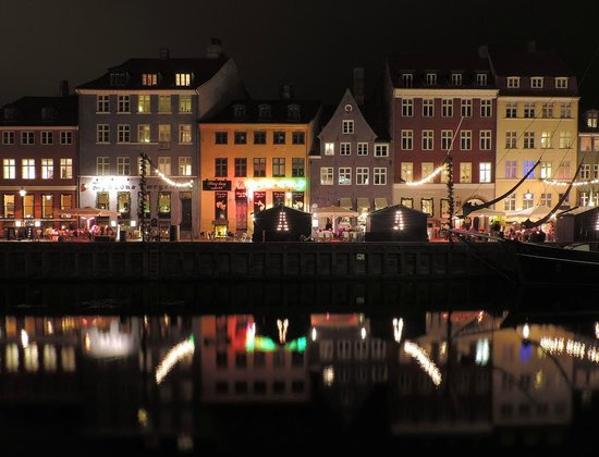 nyhavn christmas market by night