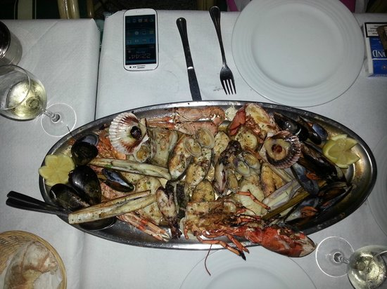 Rias Gallegas: Grilled sea food, shells, shrimps, lobster, fish...