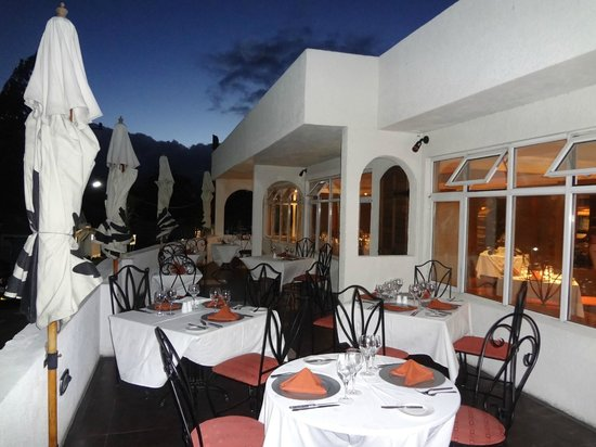 Le Four A Chaux Restaurant: Under the moonlight