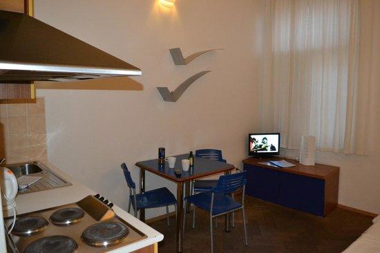 Residence V Tunich 14: обеденная зона