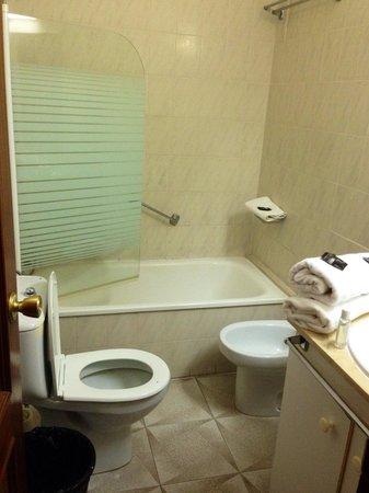 Hotel Aeropuerto Sur: Bathroom