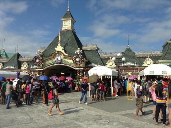 Entrance to Enchanted Kingdom