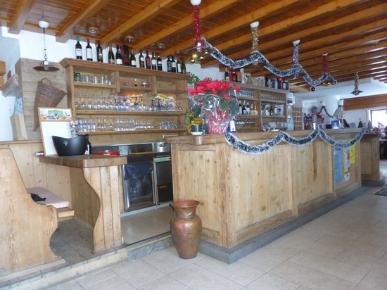 Hotel Cristelin: The bar area
