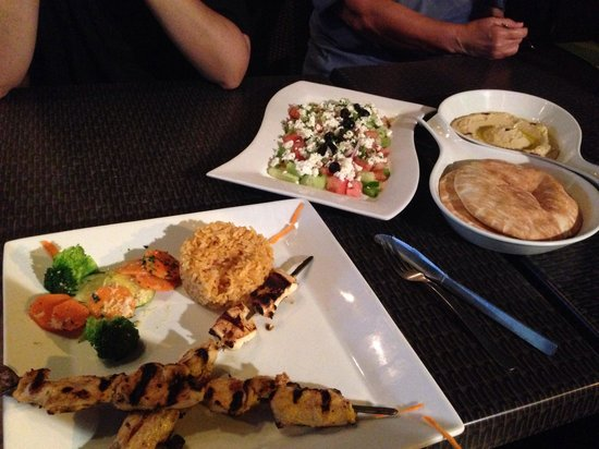 Vesna Taverna: Grilled chicken and hummus