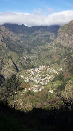 Valley of the Nuns : Curral das Freiras,  bem la no fundo.