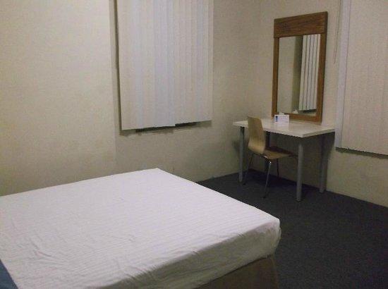 Leamington Hotel: Basic but adequate room